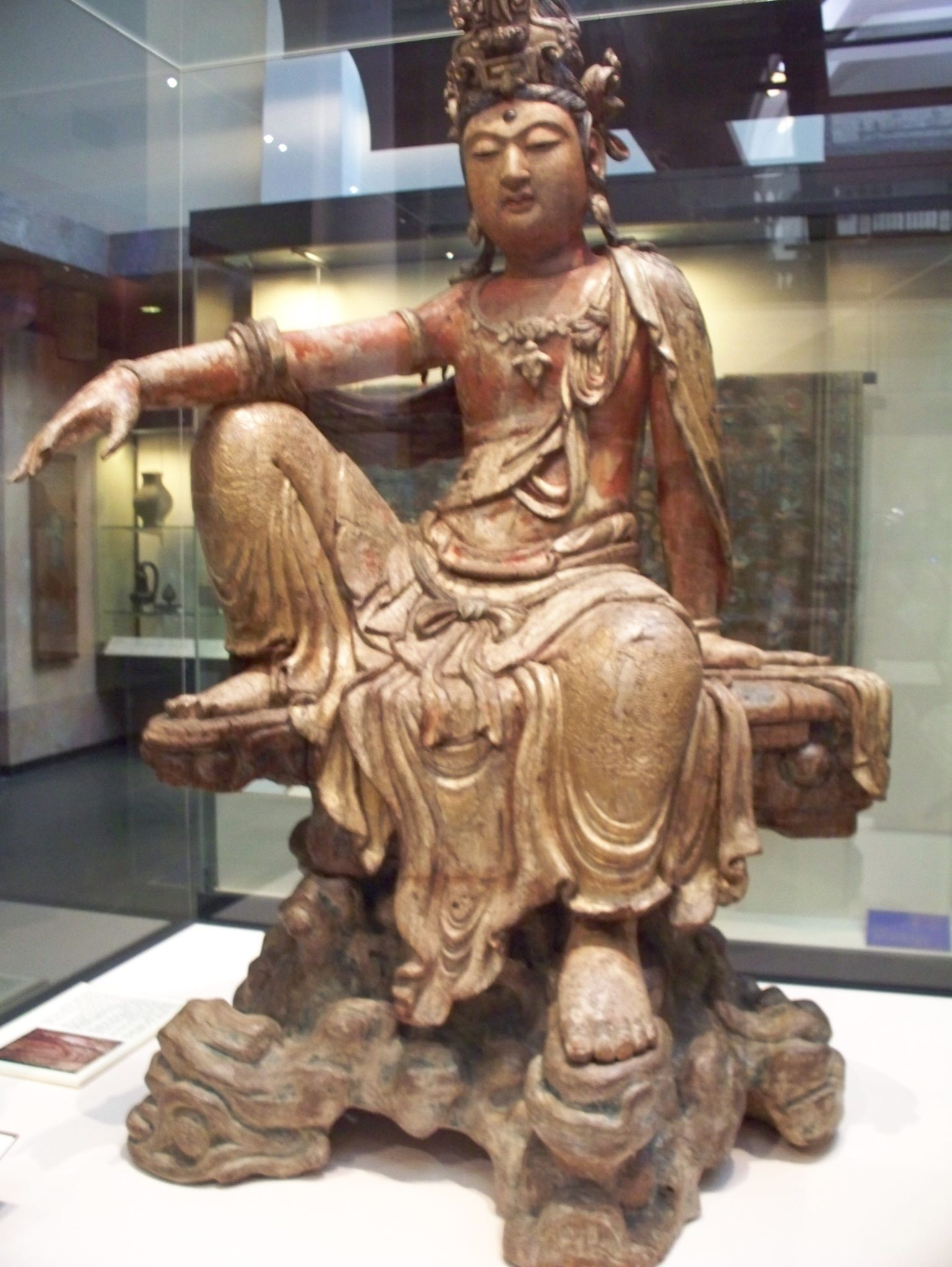 Guanyin with knee up